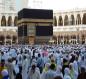 بسبب كورونا.. السعودية تعلق الدخول للعمرة وزيارة المسجد النبوي