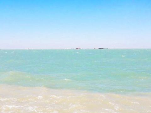 غرق باخرة ايرانية بالمياه الاقليمية العراقية .. والنقل تكشف التفاصيل