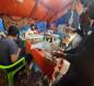 بالصور:معتصمو ساحة الاحرار في كربلاء ينتجون كمامات طبيبة ويوزوعنها مجانا على المواطنين