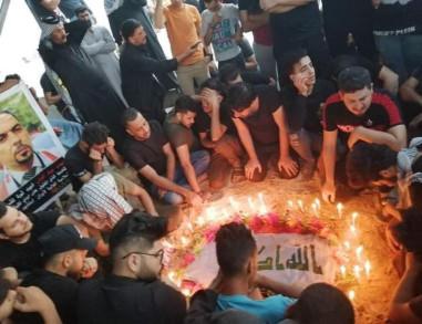 بالصور.. مئات المتظاهرين من كربلاء وخارجها يتوافدون الى قبر الشهيد ايهاب الوزني