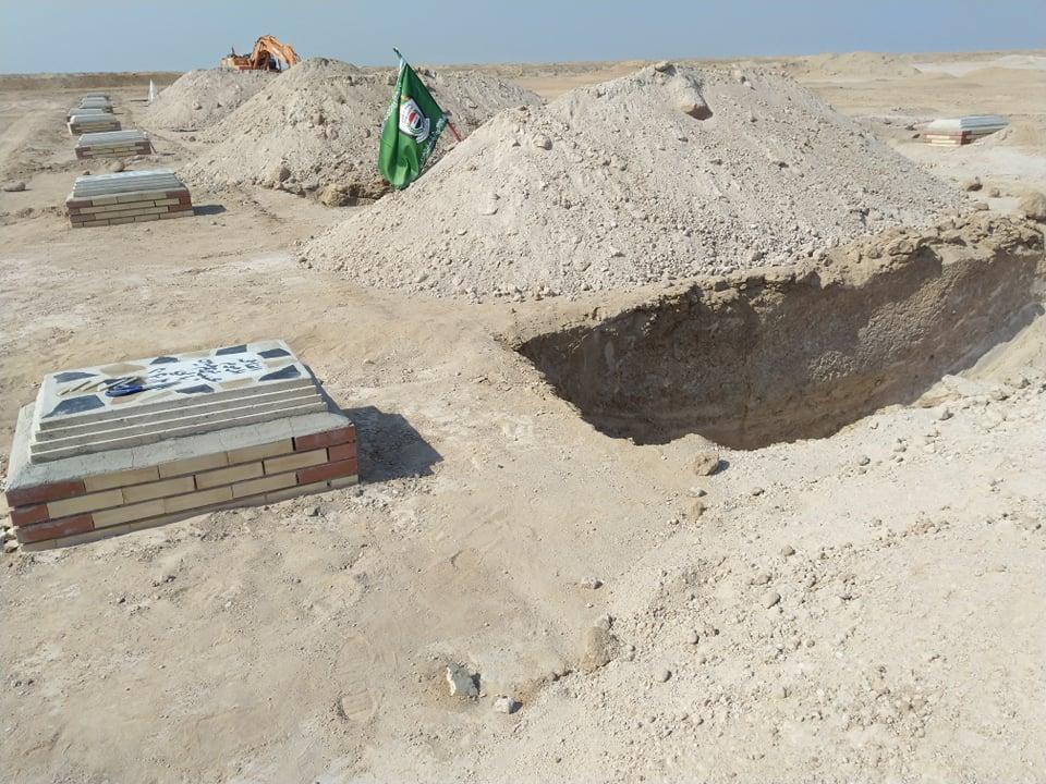 """بهذه الطريقة يتم دفن """"ضحايا كورونا"""" في مقبرة وادي السلام (صور)"""